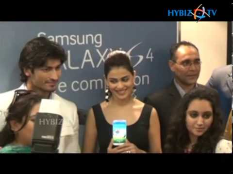 Samsung Galaxy S4 Launch by Genelia D'Souza