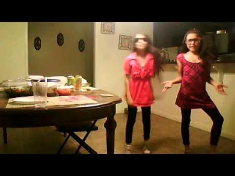 Mia And Jessica dancing Ennie meenie miny moe by Justin Bieber...