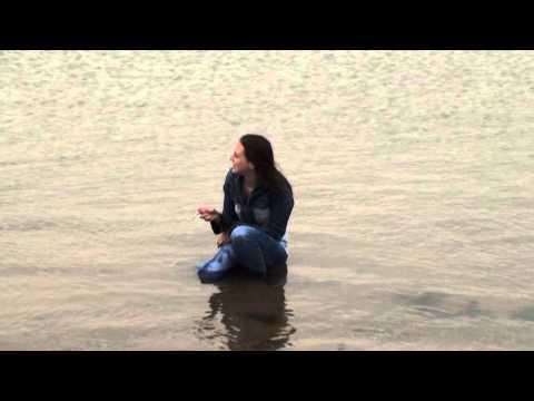 Jeansmodel Ingrid smoking on the shore