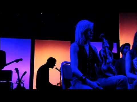 Gorillaz - Every Planet We Reach Is Dead (Demon Days Live)