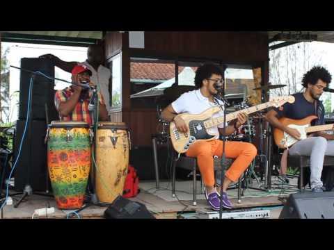 Kings Band @ Jango Veleiro Restaurant in Luanda -2