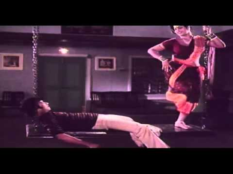 Vaa Raja Tamil Movie Song - Hot Jayamalini Seduces Karthik video