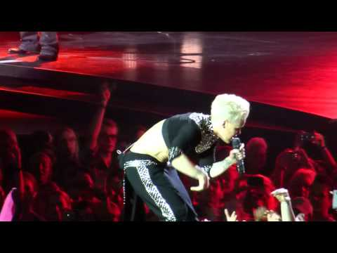 Pink The Truth About Love Tour Frankfurt Leave Me Alone (I'm Lonely)