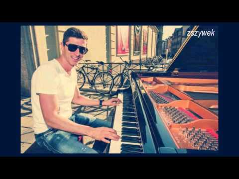 Robert Lewandowski Gra Na Fortepianie/Lewandowski Plays The Piano