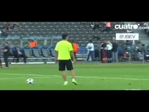 Luis Suarez Amazing Goal on Training ~ FC Barcelona Vs Juventus Champions League