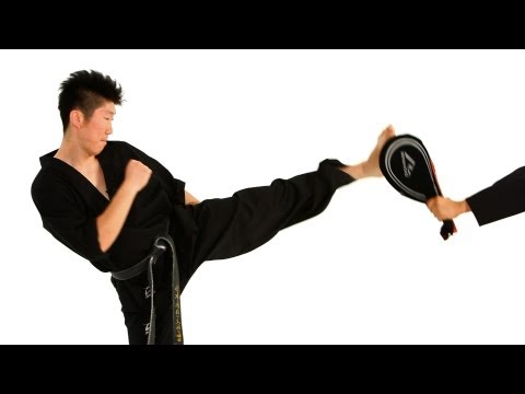 Taekwondo Kicks: Hop Step Roundhouse Kick | Taekwondo Training for Beginners Image 1
