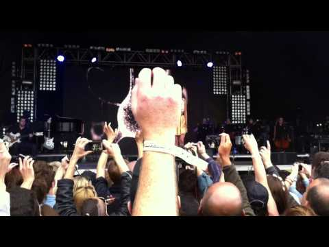 Lana Del Rey - Blue Jeans - live at Lovebox Festival, Victoria Park, London 17.06.2012 (cut)
