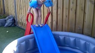 glijbaan in zwembad