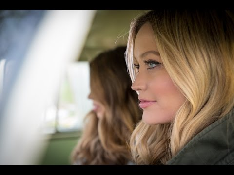 Double Wear Double Confidence I Laura Whitmore
