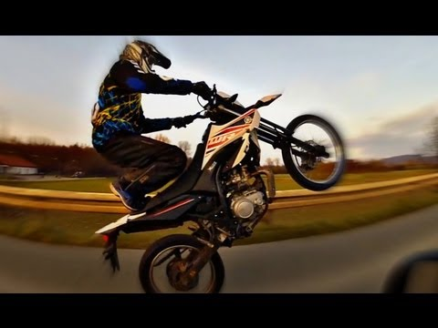 Wheelie training - Yamaha WR 125 - almost crash