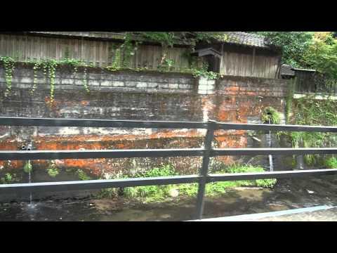 車窓 宝泉寺温泉の川