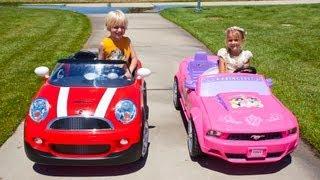 Kids Car Race - Mini Cooper vs the Princess Mustang