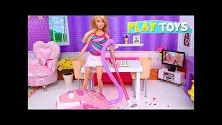 Chơi Barbie Doll Morning Routine với đồ chơi dọn dẹp nhà cửa: Máy hút bụi! 🎀