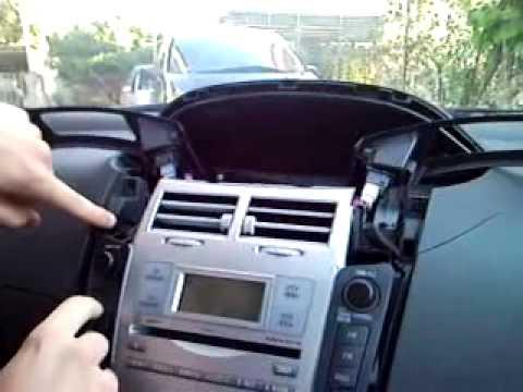 smontaggio stereo yaris 2