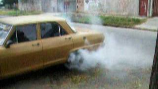 Chevrolet 400 quemando gomas