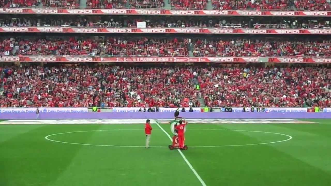 Benfica sporting voo da guia no est dio da luz youtube for Piso 0 estadio da luz