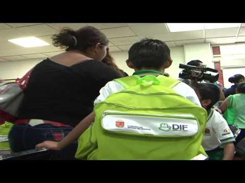 """Entrega DIF estatal paquetes escolares y deportivos a niños del programa """"Todos a la escuela"""""""