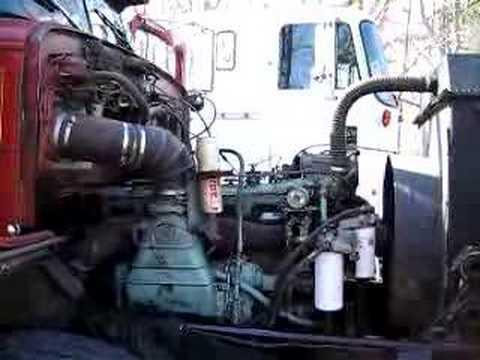 6-71 Detroit Diesel at idle