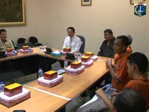 23 Apr 2014 Wagub Basuki T. Purnama  menerima kunjungan tim sepakbola Belitung Timur