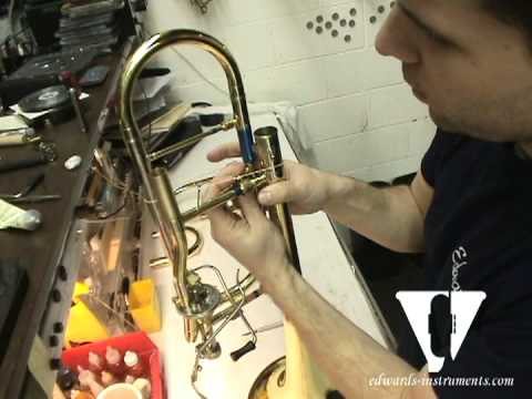Ron Knaflic shows us how to install an Edwards BC401-(E) Single Valve Converter on a Edwards B454 Bass Trombone. To order a BC401 please contact Edwards at 1...
