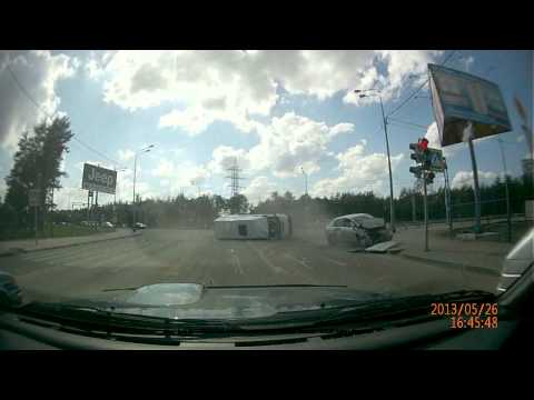В Воронеже «Ниссан» перевернул маршрутку