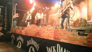 HIGH VOLTAGE COVER BAND AC/DCD LIVE GERONIMO