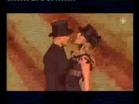 Britney performing Womanizer at Bambi awards 27-11-2008