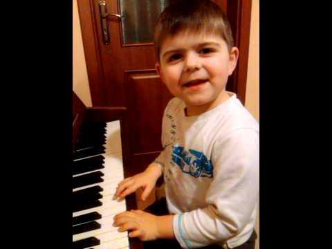 Staś 5,5ROKU Gra Na Pianinie
