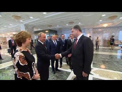 Video: Histórico apretón de manos de Putin y Poroshenko en Minsk