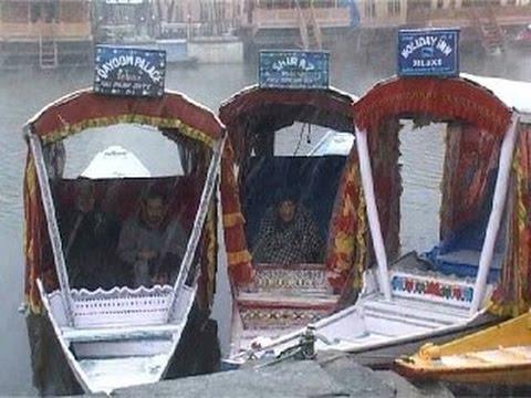 Live Video of People Enjoying While Snow Fall at Srinagar
