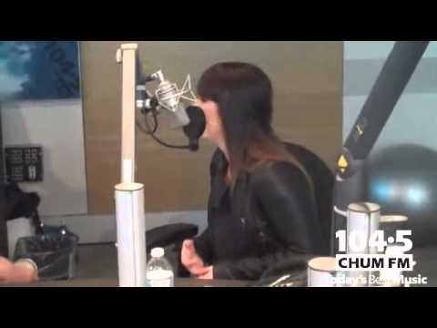 Kelly Clarkson - Interview (video) - 104.5 CHUM FM, Canada (March 2012)