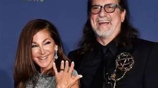 Oscars director proposes to girlfriend onstage