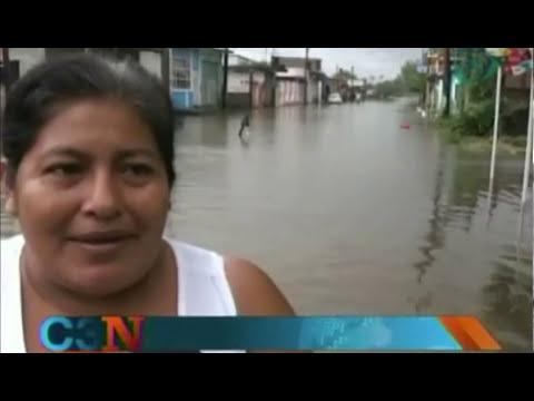 Desbordamientos de ríos y arroyos afectan a municipios de Veracruz; hay suspensión de clases