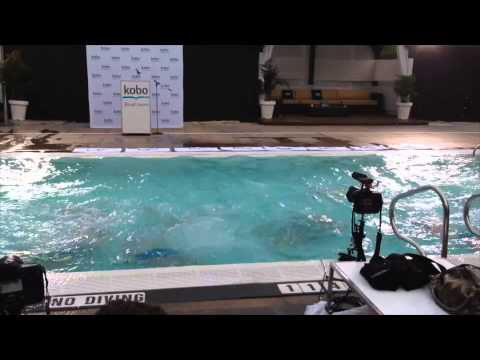 Kobo Aura H2O launch: underwater demo by the Aqualillies