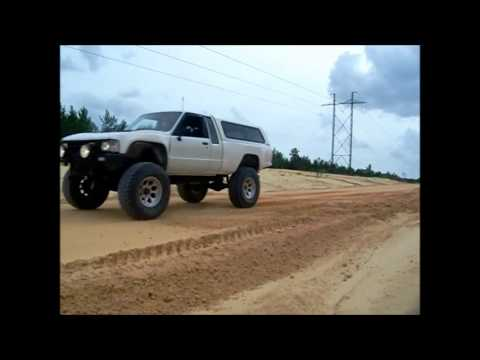 1986 Toyota 4x4 22RE In Ocala dreaming of KOH 2013.wmv