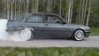Swedish BMW E30 325i Showoff - 3 exhaust makes it LOUD!