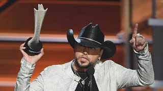 Download Lagu Jason Aldean Wins Entertainer of the Year at ACM Awards After Las Vegas Tribute Gratis STAFABAND
