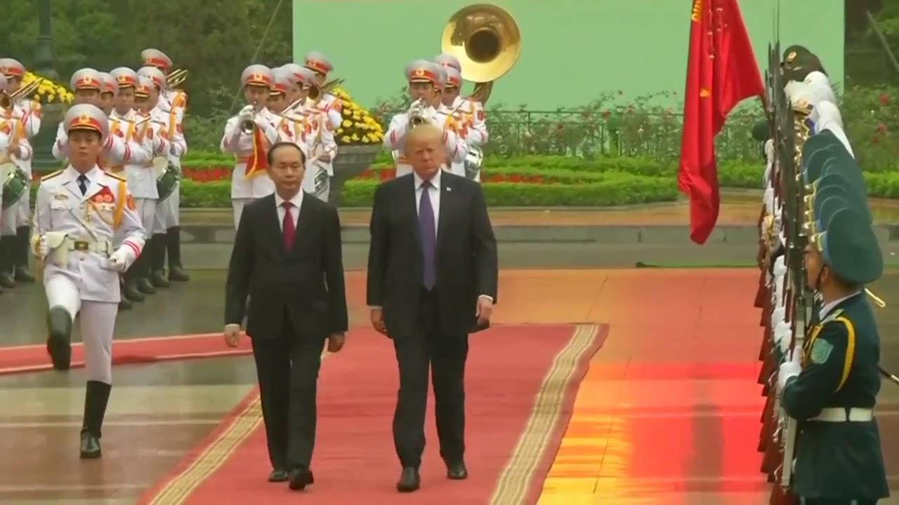 Trump receives welcome ceremony in Vietnam