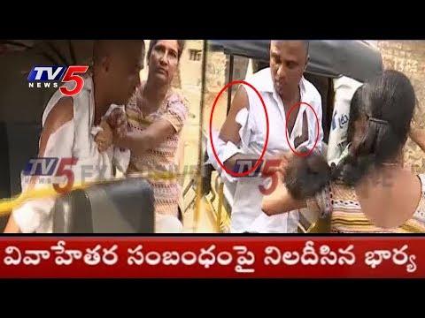 కార్పోరేటర్ నరేందర్పై వేధింపుల ఆరోపణలు.. బడిత పూజ చేసిన భార్య..! | Khammam | TV5 News