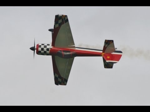 RC PLANE CRASH - LARGE SCALE YAK 55 - HOPFARM SOUTHERN RC MODEL SHOW 2011