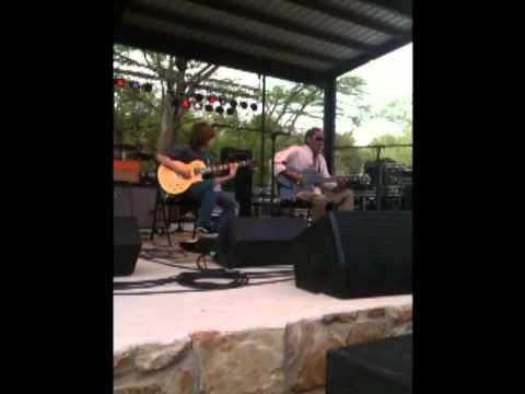 Teenie Hodges plays in New Braunfels, Texas