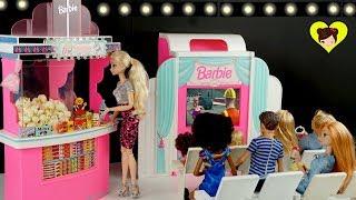 Barbie y Chelsea van al Cine de Muñecas con Elsa y Anna -  Juguetes de Barbie