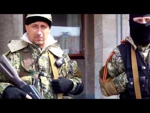 Украина, Славянск разговор с вооруженными людьми у здания горсовета Славянска 15 апреля