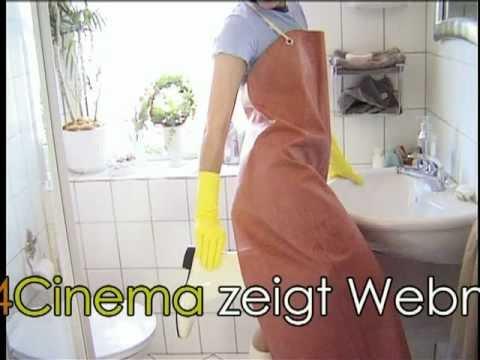Frauen in Friesennerzen und Gummischürzen