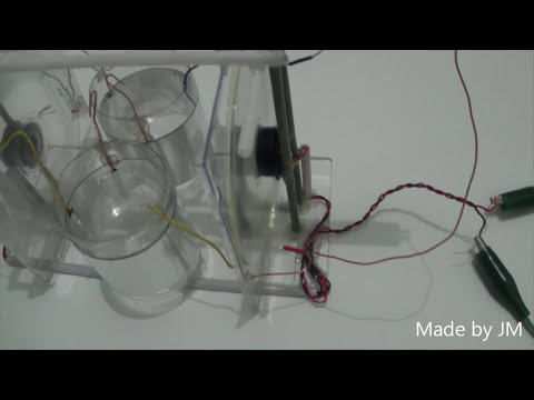 Toepler electrostatic generator made of CDs