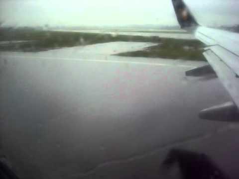 Jet Airways take off from Mumbai (In heavy rains)