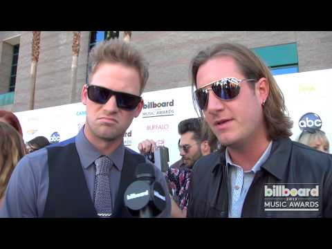 FLORIDA GEORGIA LINE on the 2013 Billboard Music Awards Blue Carpet