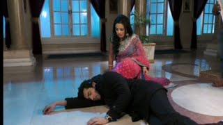 "Swara hits ""Bamboo"" On Adarsh head in Serial Swaragini | 18th August 2016 Full Episode"