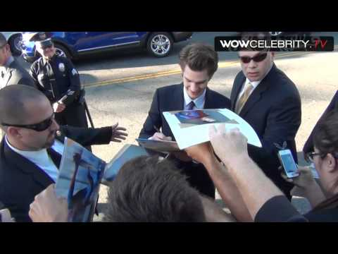 Andrew Garfield signs autographs for fans at 'The Amazing Spiderman' film Premiere