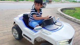 Trò chơi bé lái ô tô điện đồ chơi ❤ Surich ToysReview TV ❤ Baby Playing with Driving Car Toy Family